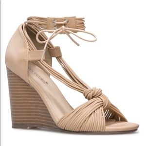 NWT Shoe Dazzle Nude Faux Leather Wedge Sandals 10